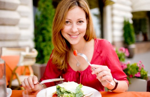 Makan teratur untuk mengatasi penyakit maag
